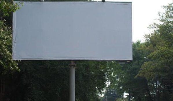 Вдоль трассы установят рекламные щиты.