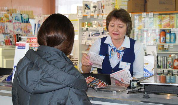 Сотруднице почты, которая продала выигравший 506 млн руб. лотерейный билет, подарили телевизор
