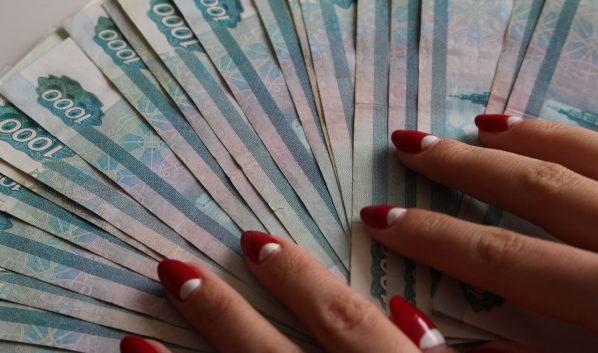 У горожанки вымогают деньги.
