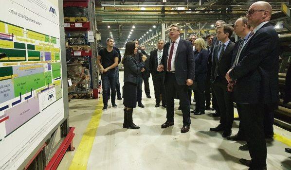 Немецкой делегации показали работу предприятия.