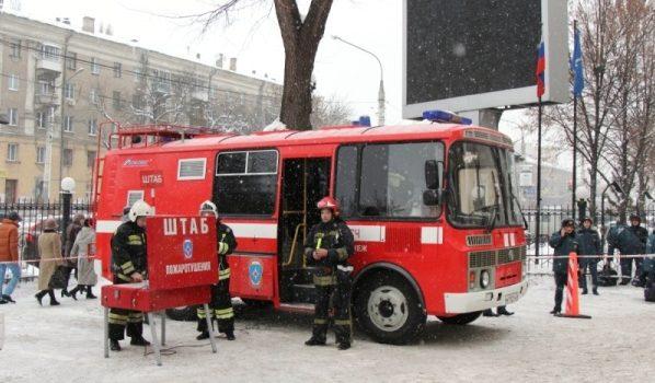 Эвакуировали здание МЧС.