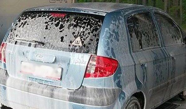 На машине должен быть знак «Шипы».