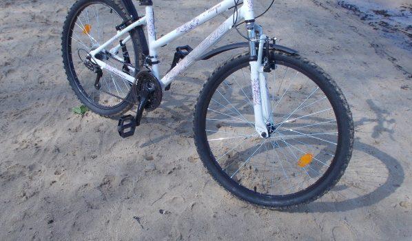 Из подъезда украли велосипед.