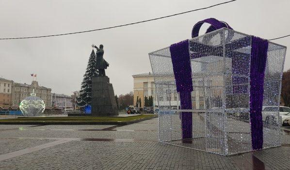 Как украсили площадь Ленина в Воронеже.