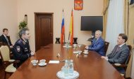 Начальник вуза встретился с губернатором.