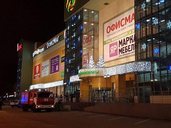 Торговые центры Воронежа эвакуированы после звонка обомбе