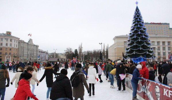 Катки на площади Ленина.
