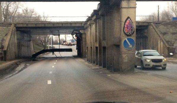 Рухнула часть моста.
