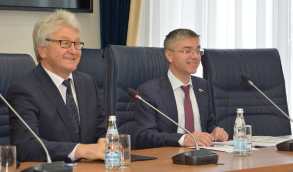 Председатель горДумы Владимир Ходырев и депутат Госдумы Евгений Ревенко.
