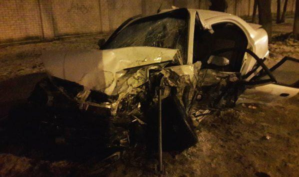Мужчину пришлось деблокировать из авто после ДТП.