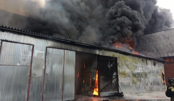 ВВоронеже интенсивный пожар уничтожил личный дом