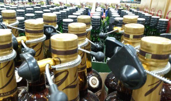 Спиртное безопаснее покупать в магазине.