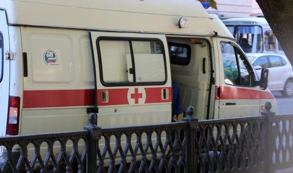 Девушку на «скорой» забрали в больницу.