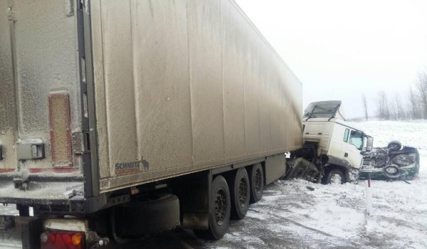 Наворонежской трассе фура снесла «Гранту»: двое погибших