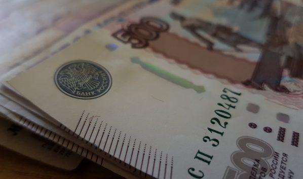Парень отнял у женщины 20 тысяч рублей.