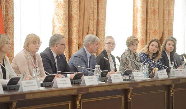 Александр Гусев на встрече с Молодежным правительством.