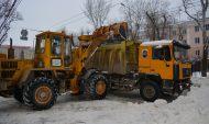 Снег вывозят с улиц Воронежа.