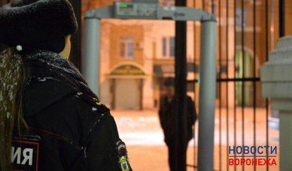 Полиция дежурила около храмов.
