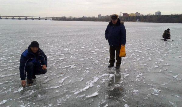 Рыбаки со льда не ушли.