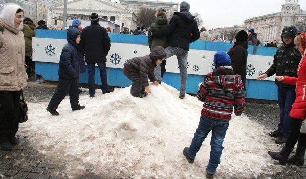 Новогодние гуляния на площади Ленина в Воронеже.