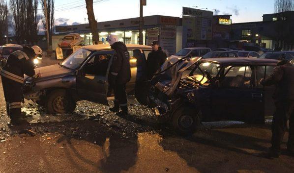 ВВоронеже вВАЗе после столкновения с Шевроле Niva зажало водителя