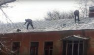 Как в Воронеже чистят крышу.