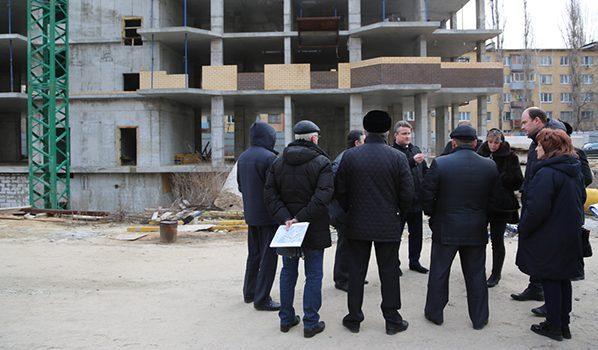 Вадим Кстенин проводил совещание около этой стройки.