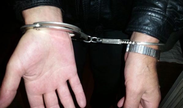 Полицейские задержали подозреваемого.