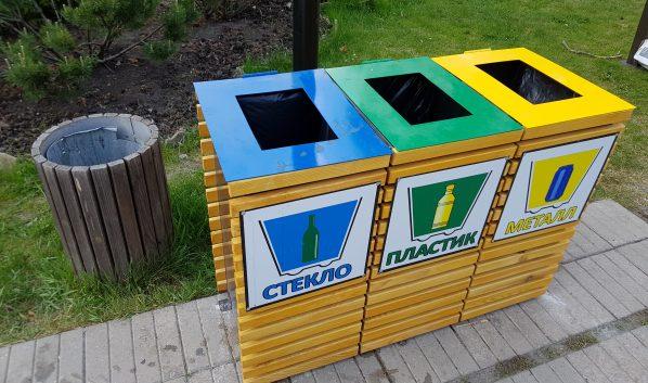 Контейнеры для раздельного сбора мусора.