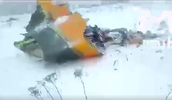 Обломок самолета.