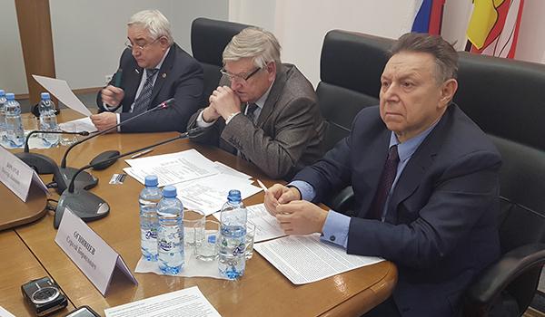 Слева направо: Сергей Почивалов, Виктор Бочаров и Сергей Огнивцев.