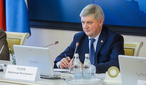 Врио губернатора Александр Гусев.