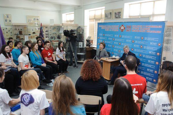 Галина Карелова и Александр Гусев на встрече со студентами.
