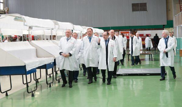 Руководство «Роскосмоса» посетило КБХА и ВМЗ.