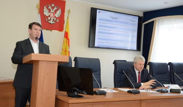 Олег Николаенко выступил перед депутатами.