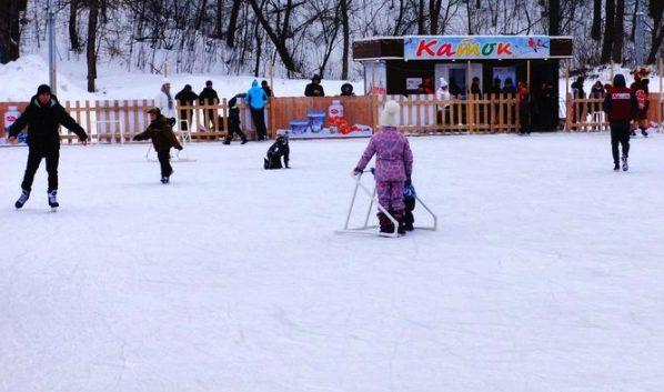 Горожан научат кататься на коньках.