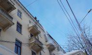 Чистка крыши дома в Воронеже.