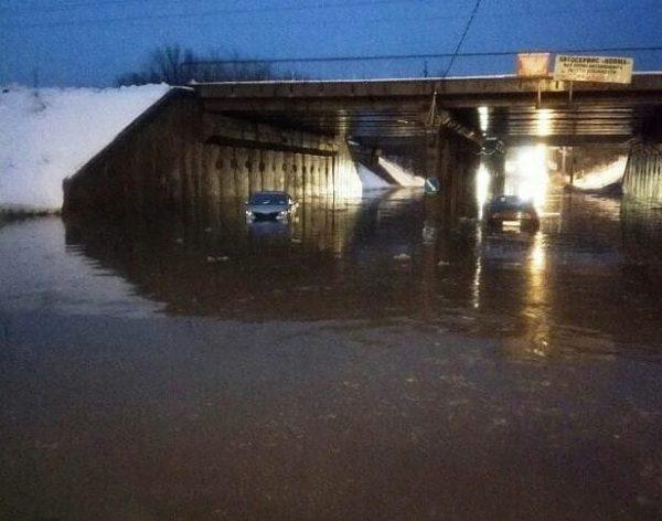 Машины плавали.
