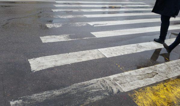 Пешехода сбили на переходе.