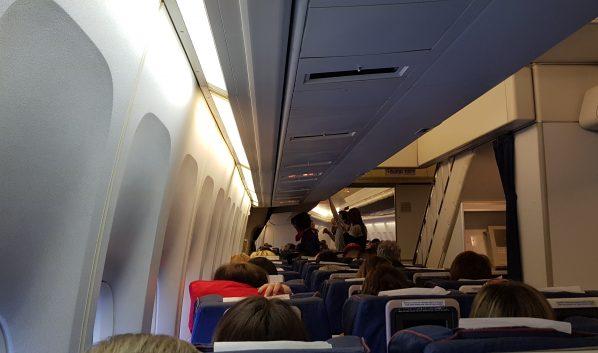 В самолете летел пассажир с инфекционным заболеванием.