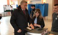 Сергей Лукин на избирательном участке.