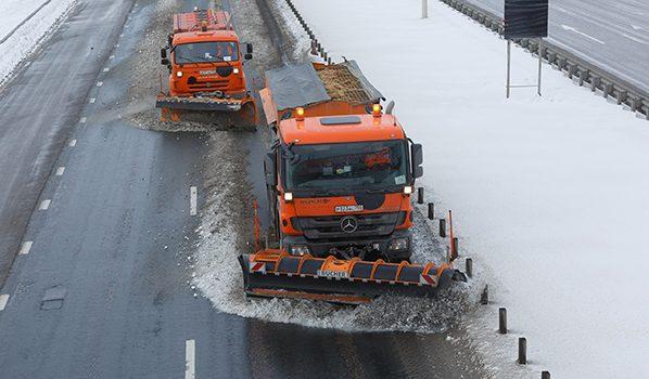 Трассы чистят от снега.
