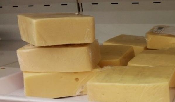 Хотят запретить продавать сыр из растительных жиров.