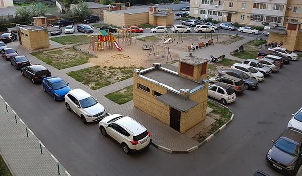 Парковка во дворах.