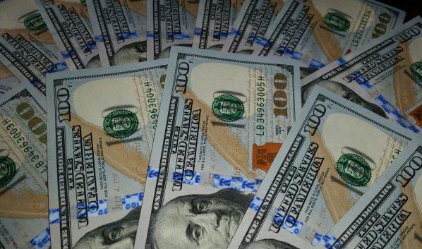 Курс доллара растет.