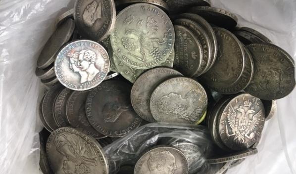 Мужчина купил 10 кг монет.