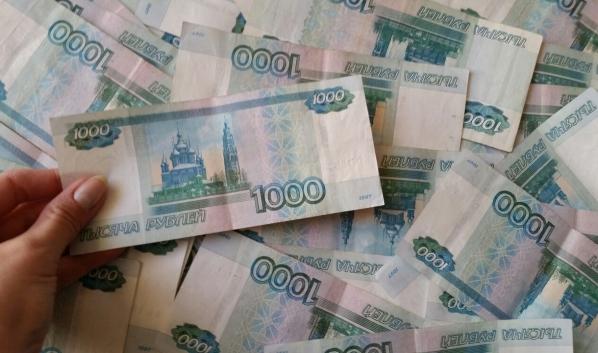 Девушка растратила 300 тысяч рублей.