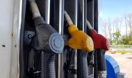 Воронежцы купили бензин и с его помощью сожгли авто.