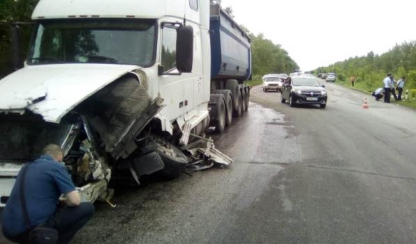 ВВоронежской области 4 человека погибли при столкновении легковушки сфурой