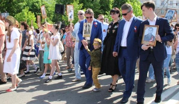 Участие в шествии принял мэр Вадим Кстенин.